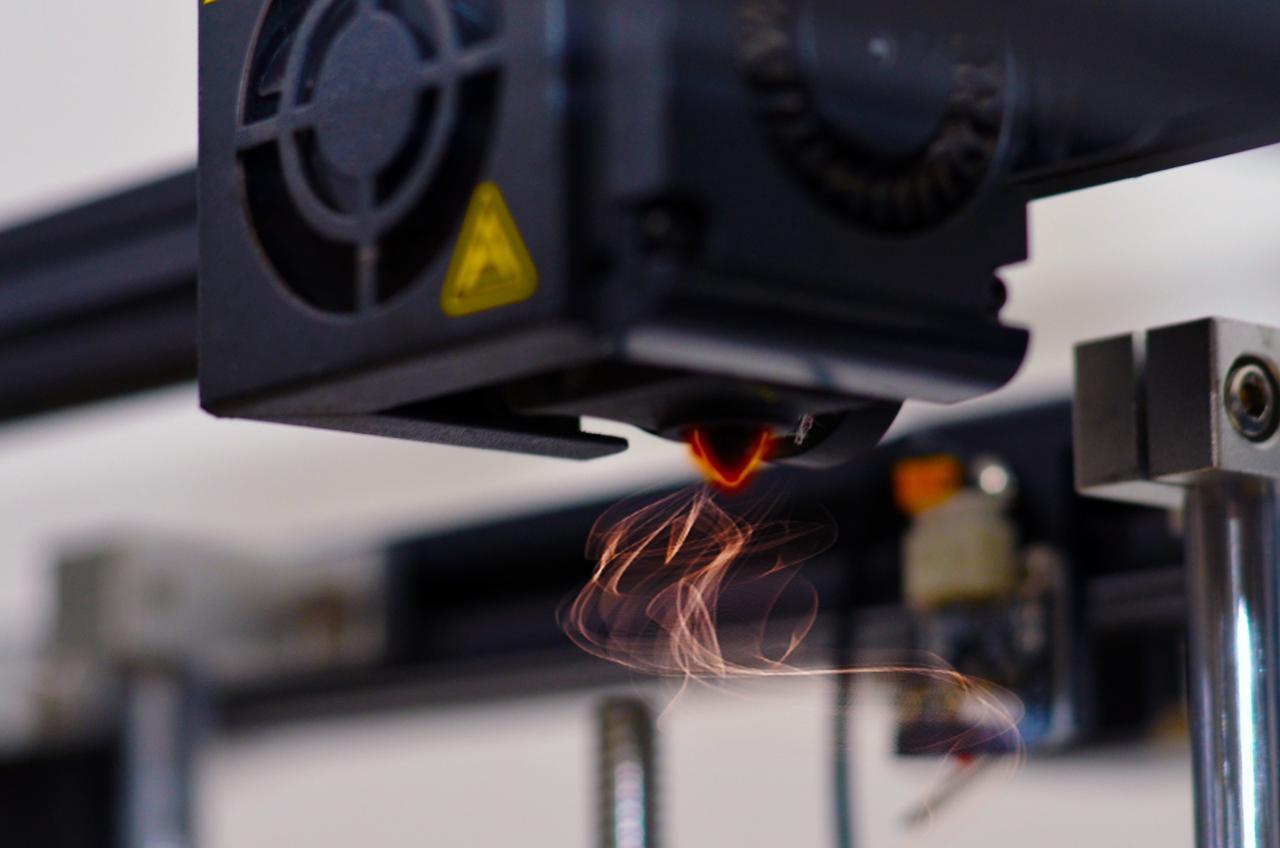 Foto ilustrativa demonstrando o aquecimento do bico da impressora 3D
