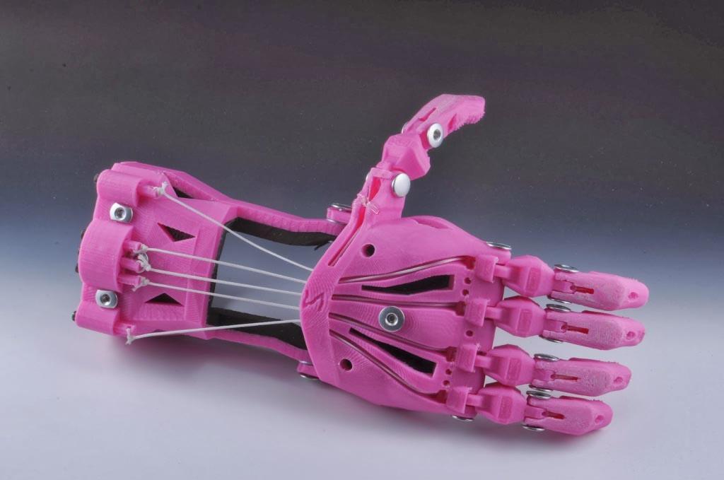 Foto de uma prótese impressa 3d pela enable