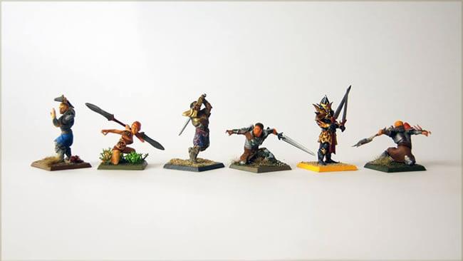 foto com 6 personagens de rpg impressos com impressora 3d e pintados à mão pela hero forge