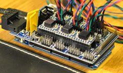Placa controladora (normalmente arduino + ramps)