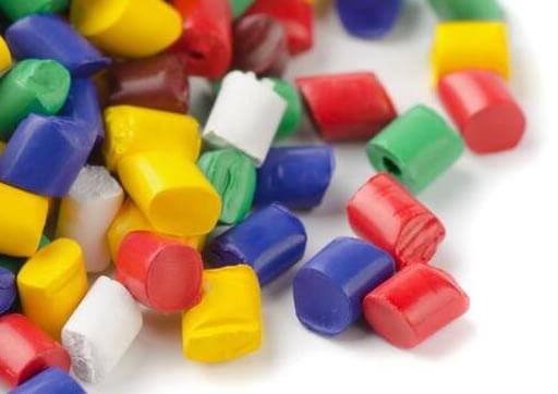 foto de diversos pallets coloridos que são usados na fabricação de termoplásticos para impressora 3d